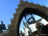 entrance to hogsmeade