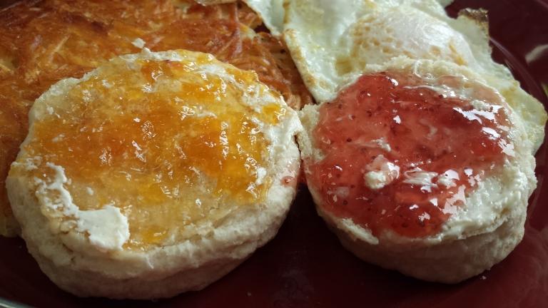 perkupcafe biscuits housemade jam urbandale iowa copyright morethanafoodie